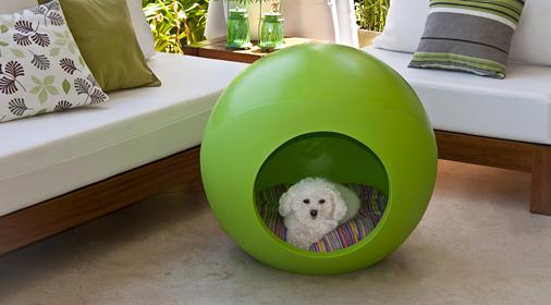 Bubble modernas casas para perros de material reciclable for Casita de plastico para jardin
